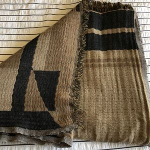 Wilfred black and brown scarf